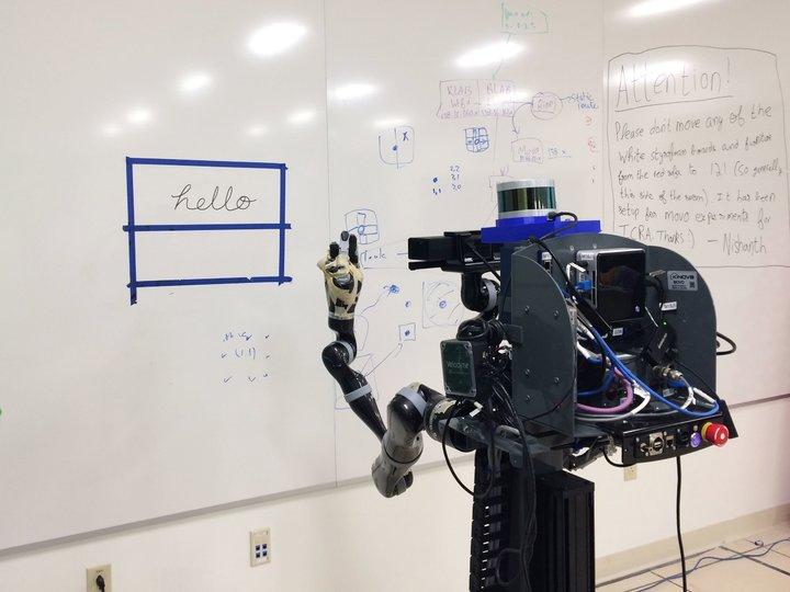 人类猛敲键盘的今天,机器人越来越擅长拿笔写字