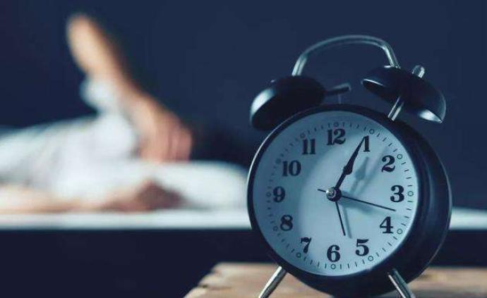 熬夜一晚也不行!睡眠不足或增患阿尔茨海默病风险