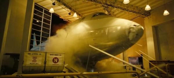 诺兰新片《信条》主演透露:剧组真的炸了一架飞机