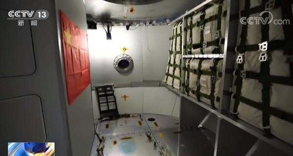 我国新一代载人飞船实验船返回舱公开 可容纳6-7人