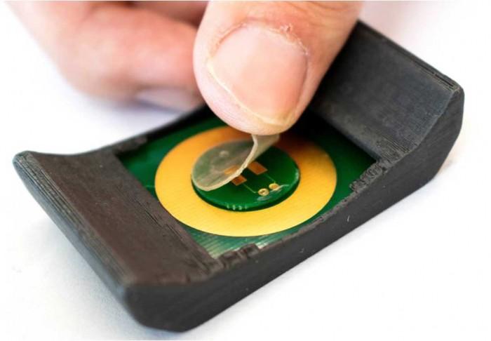智能手表贴膜可以检测汗液中的代谢物和营养成分