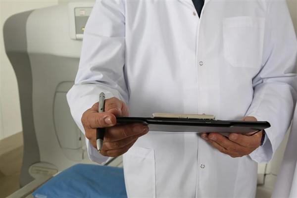 报告称95%医生参与疫情相关工作:三分之一的医生想做微商