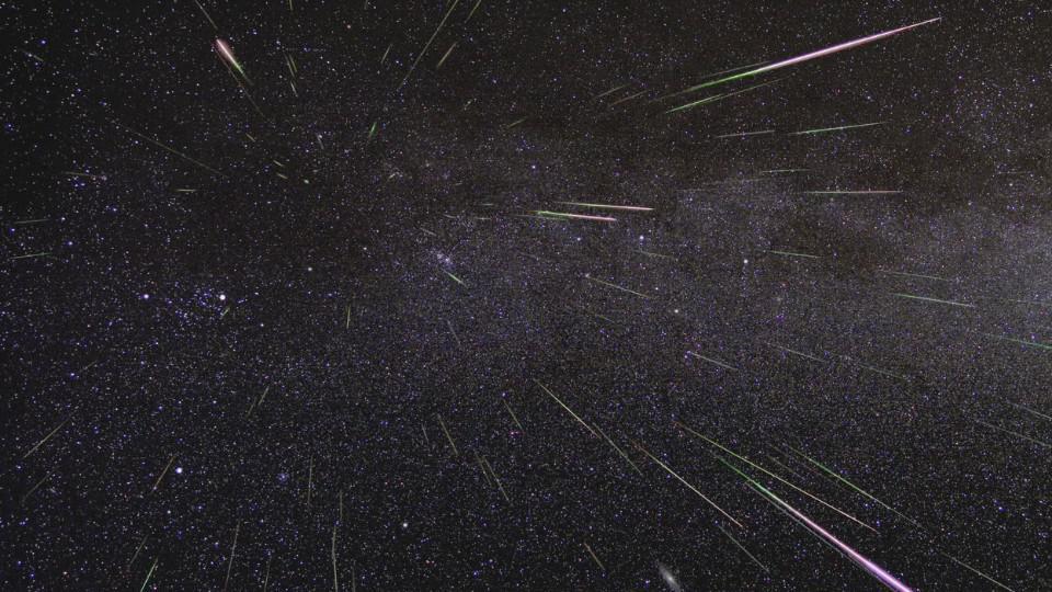 英仙座流星雨12日光临地球 每小时百颗流星洒落夜空