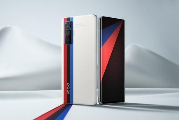 iQOO 5 Pro开启预售 120W闪充+120Hz屏幕4998元起