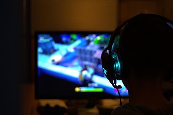 中国电竞用户年底将达5.2亿 年营收超1400亿