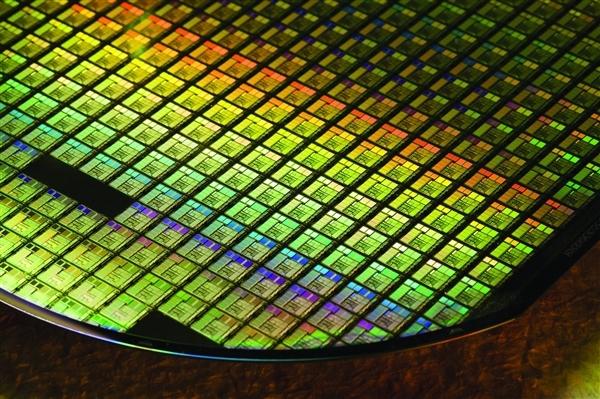 Intel、AMD等芯片厂获250亿美元补贴:保证不被中国超越