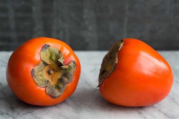 柿子千万不能和螃蟹、牛奶一起吃!会中毒甚至死亡?很多人对此毫不知情…