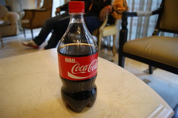 今年Q2可口可乐收入锐减28%:计划淘汰旗下约200个子品牌