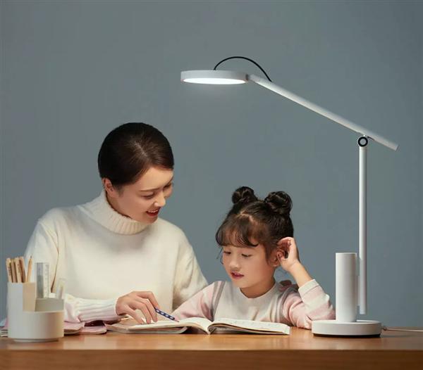 小米有品众筹小白智能看护灯:399元 随时与孩子视频通话