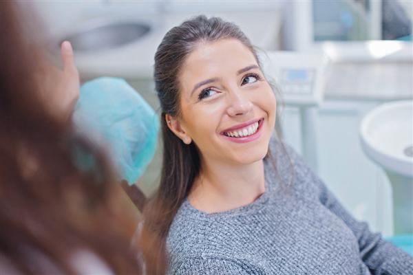 电动牙刷和普通牙刷哪个刷得更干净?医生:电动牙刷更好