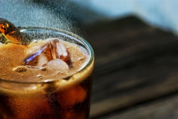 """可口可乐中国回应""""可乐涨价"""":宅男可以放心继续喝了"""