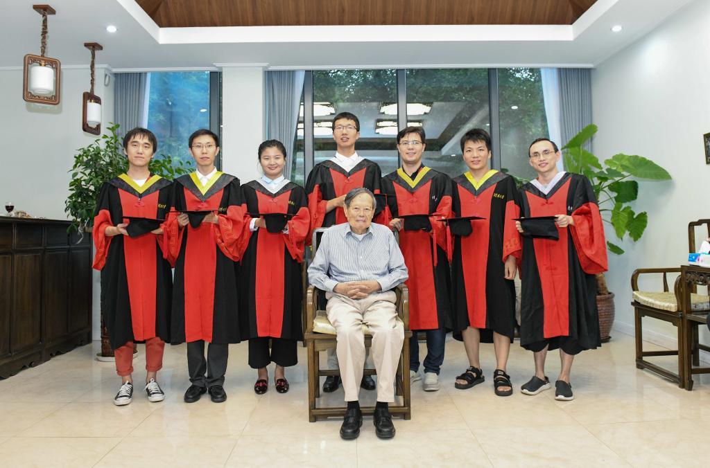 """99岁杨振宁:清华现在可以称得上是""""世界一流"""""""