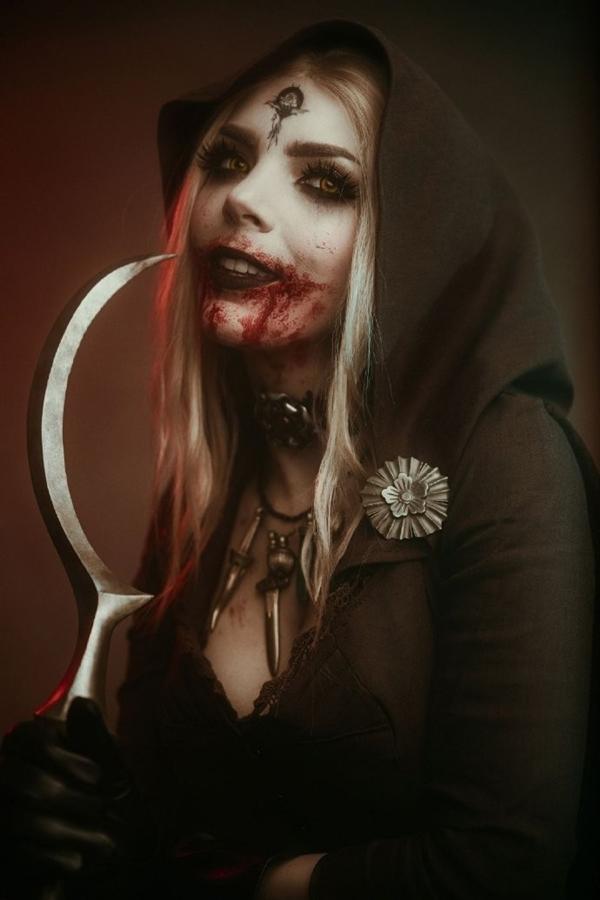 《生化危机8》吸血鬼夫人小女儿Cos图 性感蛇蝎美人