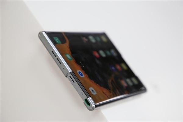 神似厕纸?小米公布卷绕屏手机新外观专利