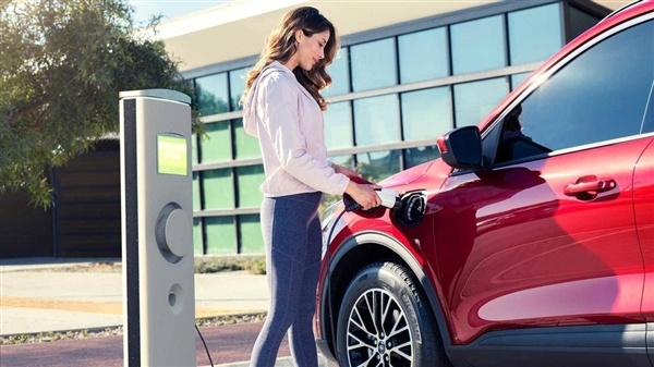 报告:预计2027年电动汽车生产成本将低于燃油车