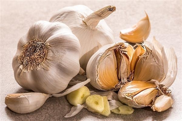 研究发现:多吃大蒜 男人的吸引力对女性更高依
