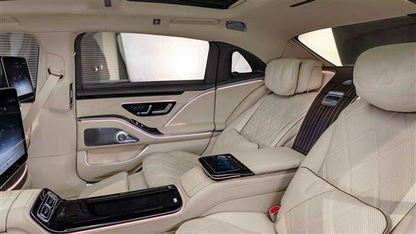 中国上市!全新迈巴赫S级发布 大灯秒杀99%车型