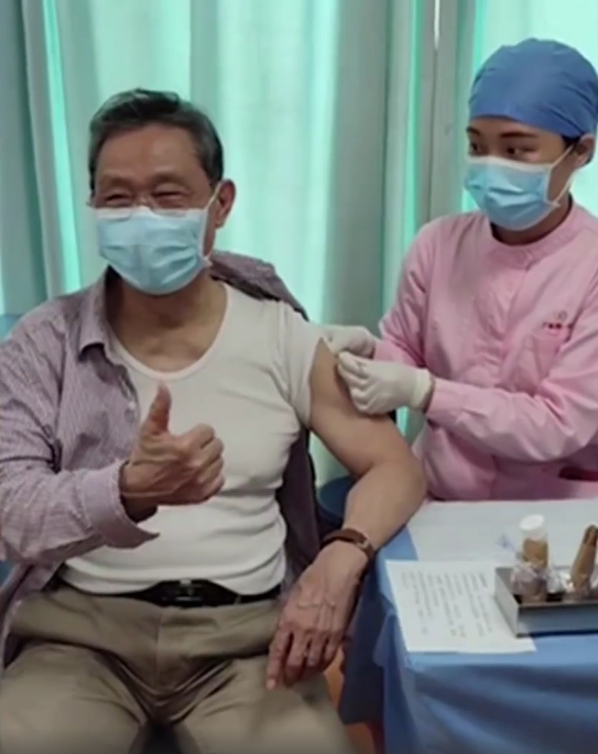 钟南山接种新冠疫苗时竖了个大拇指:称感觉很好
