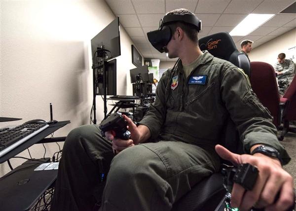 用游戏培训飞行员