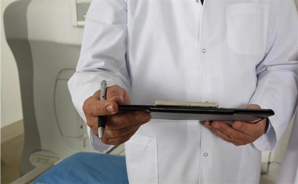 安徽一医师私接第一例确诊发热病人:涉嫌非法行医犯罪