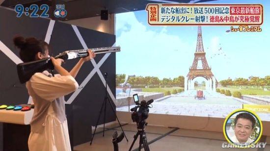美女主播因拿枪姿势被网友嘲笑 但是玩游戏却很实用