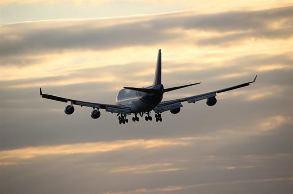 飞机延误女乘客有理有据协商:本人上热搜