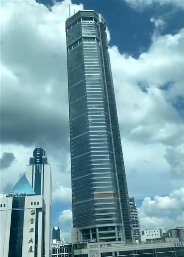 深圳300多米高楼晃动 上万人紧急撤离 物业深赛格回应