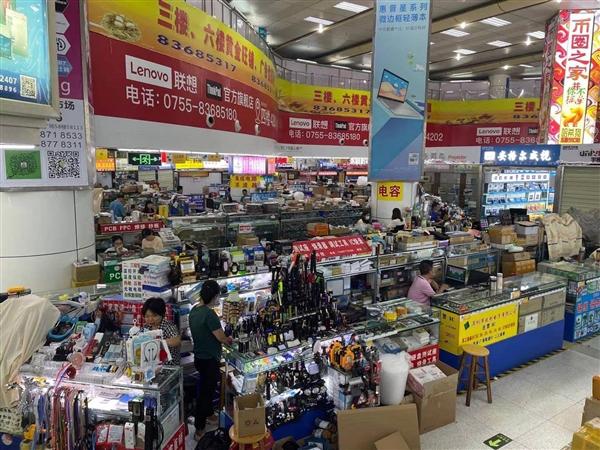 深圳华强北赛格大厦再次出现晃动:商家正忙着发货