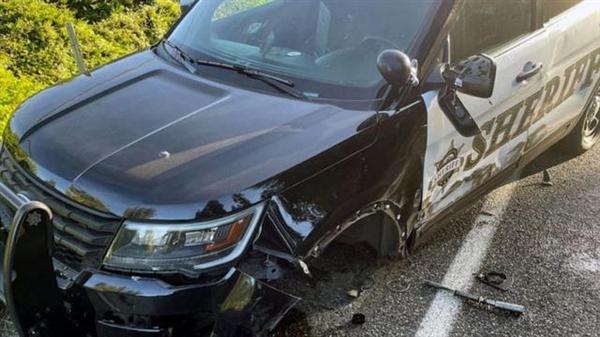 美国一特斯拉自动辅助驾驶模式下撞上警车:司机称以为会自动避开