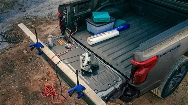 剑指特斯拉皮卡!福特纯电F-150发布:能为房屋供电三天
