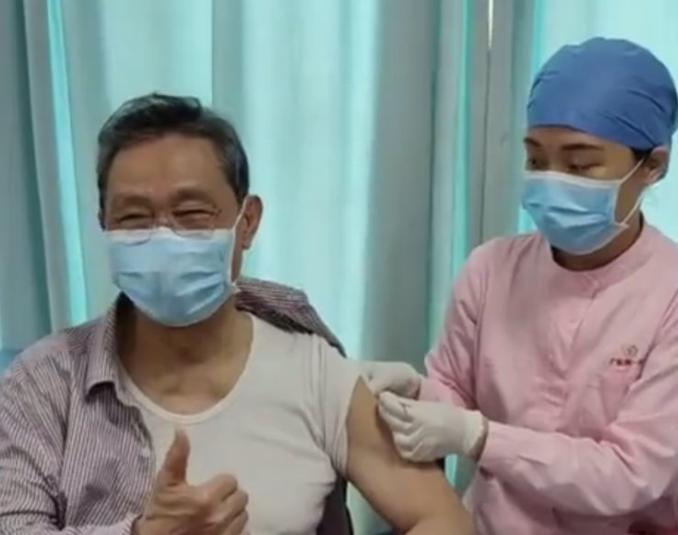 钟南山:中国新冠疫苗覆盖率今年底可达80%