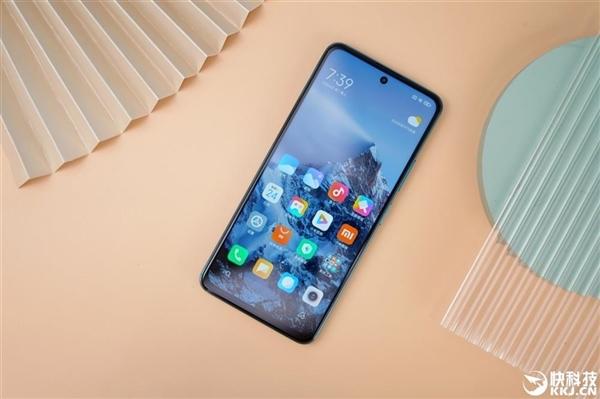 100台Redmi Note 10铺成地板挑战踢踏舞 雷军:看着心疼