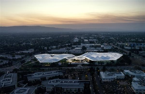离开厨房!黄仁勋首次公开NVIDIA新总部大楼:科幻、梦幻