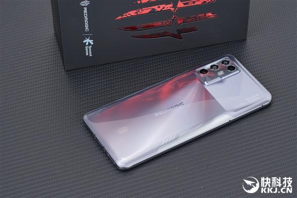 2021年最轻薄游戏手机!腾讯红魔6R开箱图赏