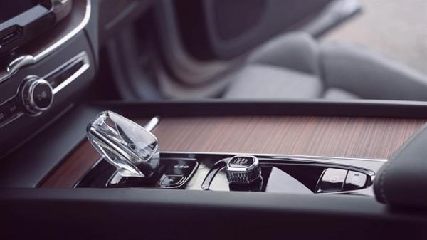 直接更换发动机!新款沃尔沃XC60曝光 水晶档把亮眼
