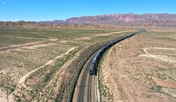 兰州铁路通报列车事故致9人遇难:作业人员侵入线路