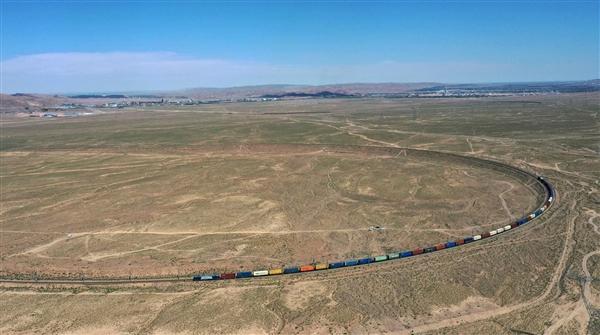 兰新铁路线一列车与施工者相撞:9人遇难