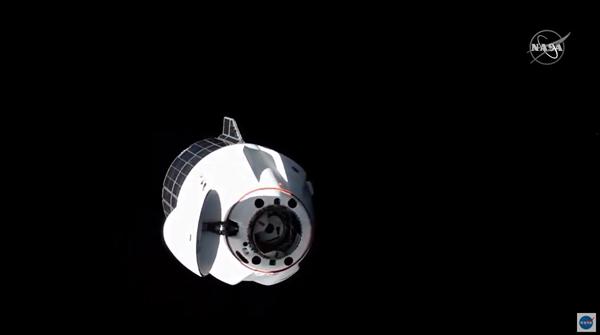 """3.3吨""""快递""""签收!SpaceX龙飞船成功与国际空间站对接"""
