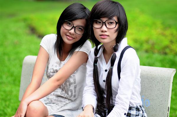 中国超8成高中生、超9成大学生近视 教育部:减轻学业负担