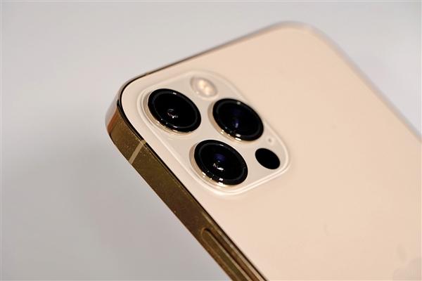 库克更新微博 网友留言调侃:iPhone 12何时能刷鸿蒙?