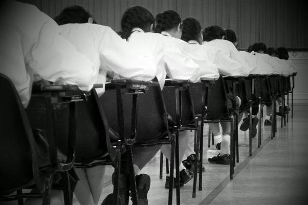 湖北高考生拍数学题上传被认定作弊:官方回应 网友求严查