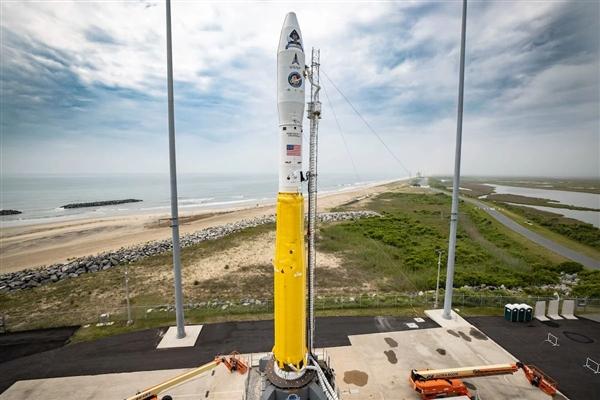 55岁高龄!美国冷战库存导弹改装火箭:发射绝密间谍卫星
