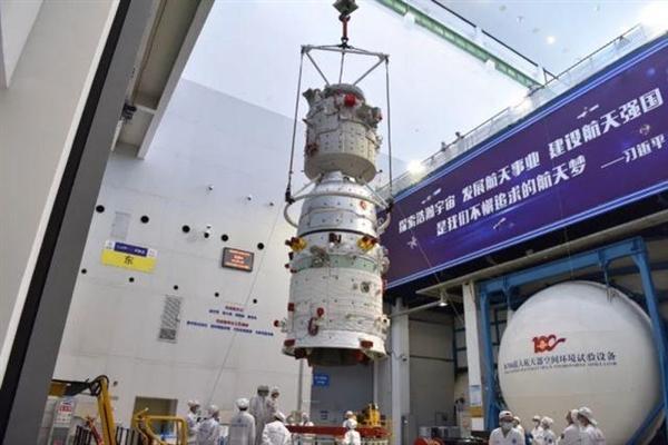 原来神舟十三号飞船也已待命:具备快速发射和应急救援能力