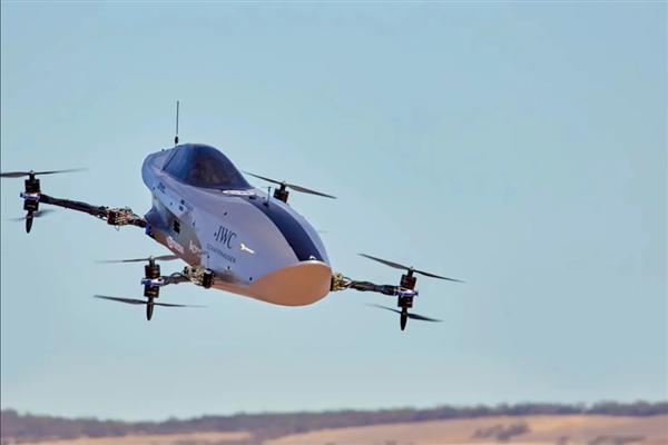 电动飞行赛车MK3完成首次飞行!网友:超大号大疆无人机