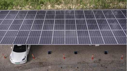 特斯拉中国首个光储充一体化超级充电站落地拉萨