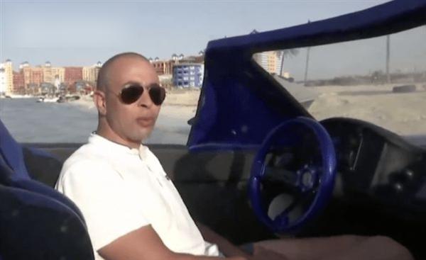 男子发明水上跑车:超跑外观 海面极速70km/h