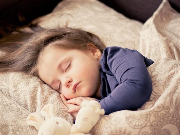 专家称午睡不超过1小时减缓大脑早衰 网友:没午休时间