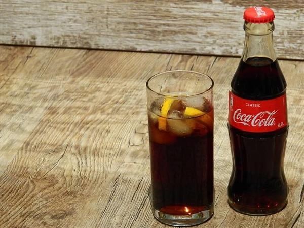 C罗告别欧洲杯后 可口可乐发恶搞视频再次回应拒喝事件