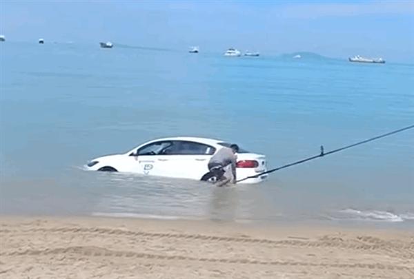 年轻人第一辆越野车成了!联动云观致3开到海里冲浪