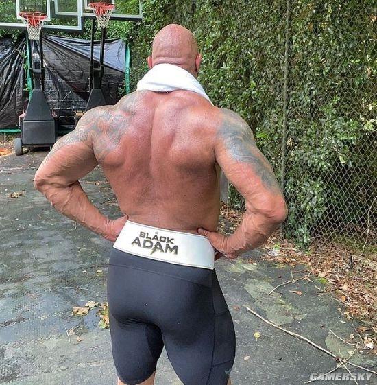 巨石强森透露《黑亚当》一周后拍完 晒肌肉背影照